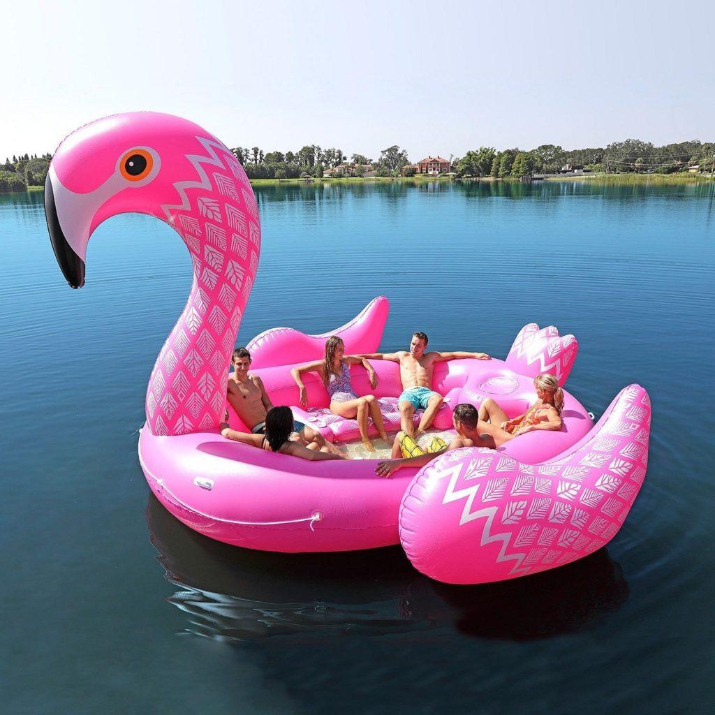 Flamingo uimapatja, jonka kyydissä on 6 aikuista