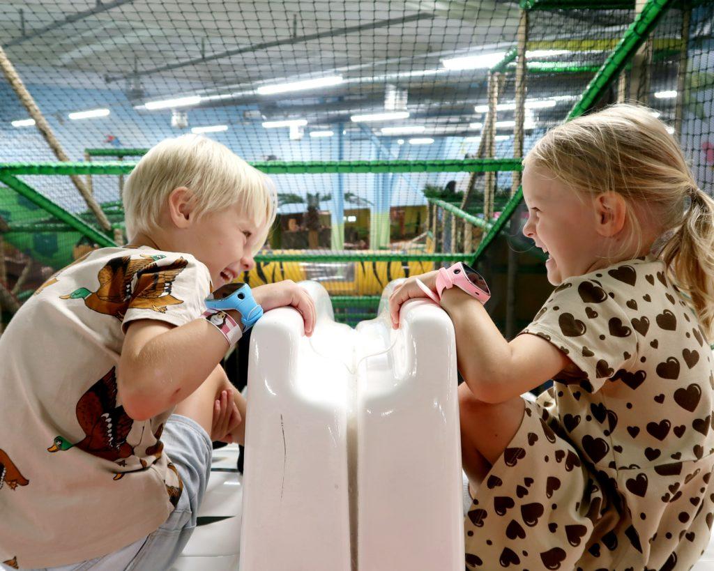 Lapset Leo's leikkimaassa