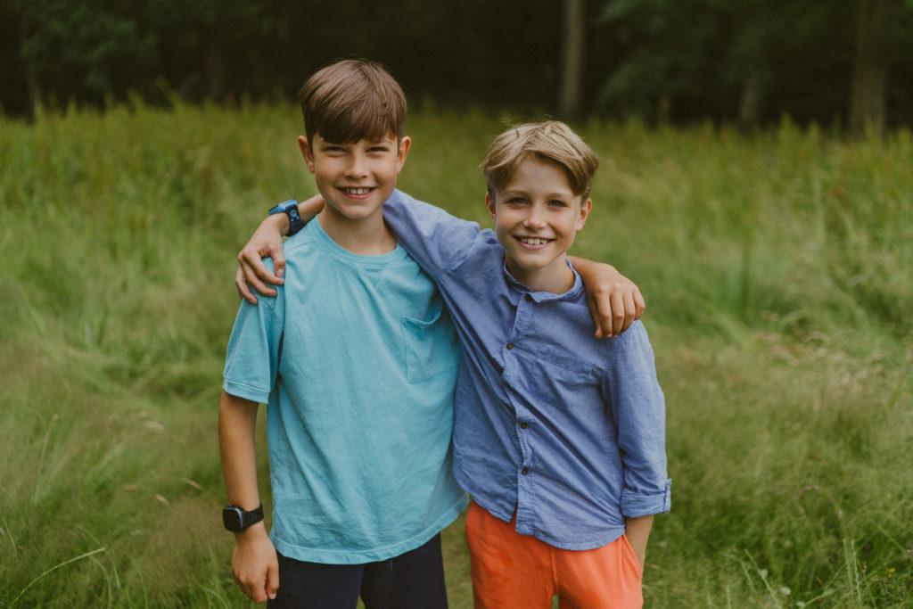 Pojat halaavat Xplorat ranteissa
